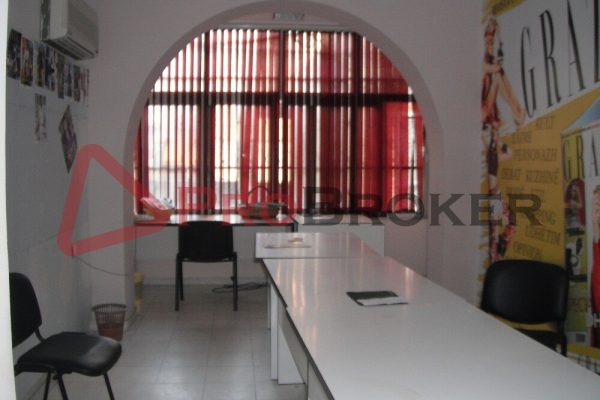 "Ambient Biznesi / Zyra | Me Qira | Rr. Vaso Pasha / Prane ""Credins Bank"""